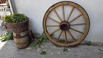 Wagenrad-Deko