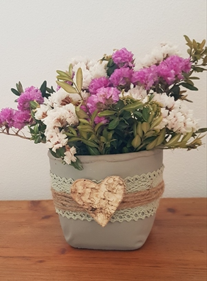 Zementtopf-Blumen